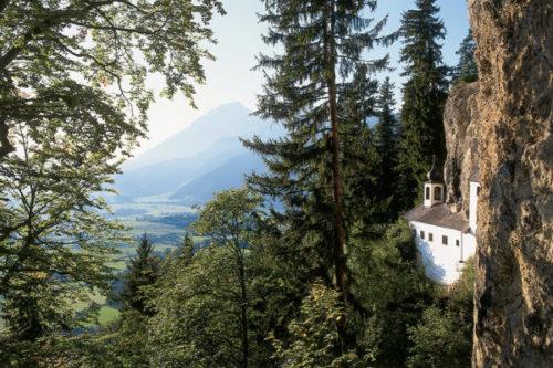sommer-urlaub-alpine-wellness-kraftplatz-einsiedelei